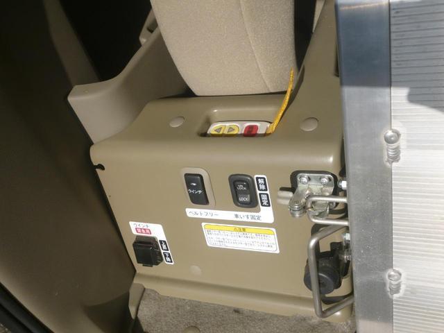 家で買えるスローパー4WDリア補助席付リモコン車椅子ウインチ(10枚目)