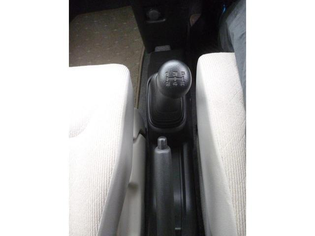 FA パールカラー フロア5速マニュアル キーレスエントリ- リアプライバシーガラス デュアルエアバック ABS 横滑り防止装置付き(12枚目)