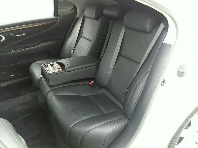 レクサス LS 5000 LS600hL 4ドア FCVT 4WD 5人