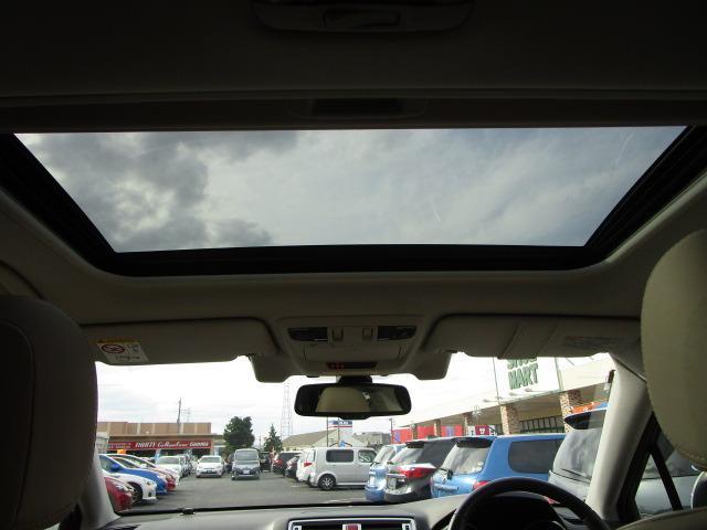 リミテッド 禁煙車 純正大型SDナビ アイサイトVer3 サンルーフ ホイールアーチトリム 全席シートヒーター 電動リアゲート LEDヘッドライト バックカメラ フルセグTV ETC(8枚目)