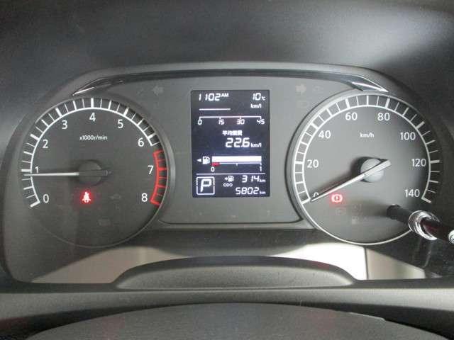 メーター中央のマルチインフォメーションディスプレイで、平均燃費や航続可能距離などがチェックできます。