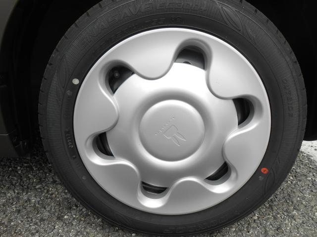 車のオシャレは、足元から!車のデザインを損なわないホイールが装着されています。