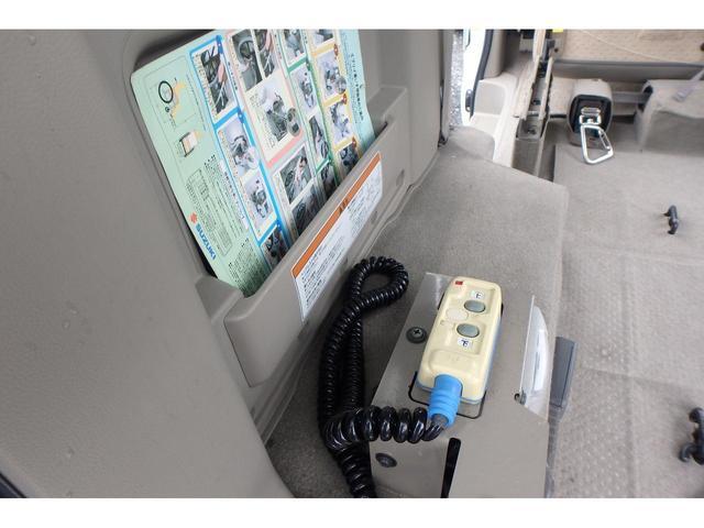 ウィズ 車いす移動車 リヤシート付 電動固定式 禁煙車(10枚目)