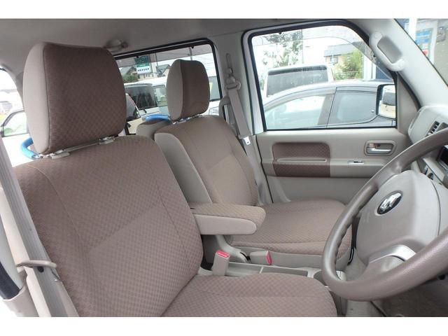 ウィズ 車いす移動車 リヤシート付 電動固定式 禁煙車(13枚目)