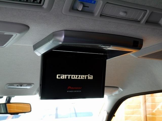 フリップダウンモニターもカロッツェリア製のものをインストールします!