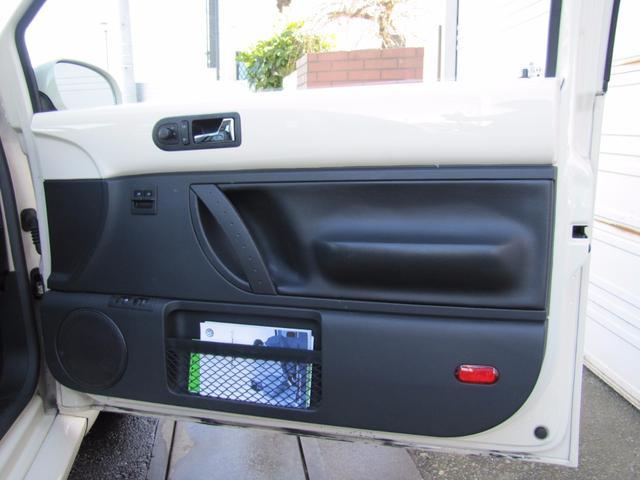 フォルクスワーゲン VW ニュービートル LZ 黒革シートヒーター付 ガラスサンルーフ 純正アルミCD