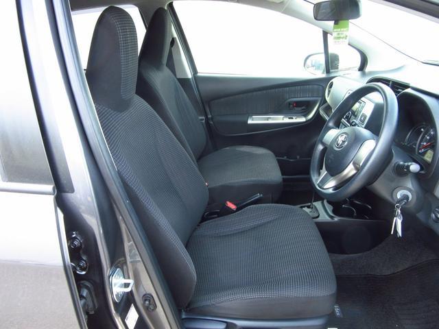 運転席と助手席の写真です。ルームクリーン施工済みです。