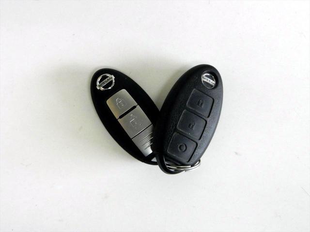 15X スマートキー アイドリングストップ 横滑り防止装置 メモリーナビ CDプレイヤー フルセグTV SDカードスロット Bluetoothオーディオ 盗難防止装置装備(19枚目)