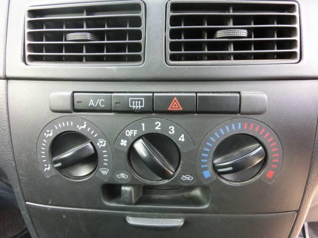 マニュアルタイプのエアコンは操作しやすいダイアル式!
