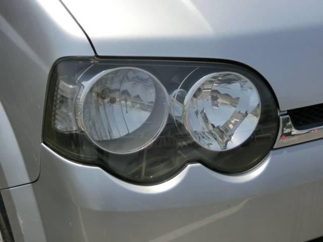 個性的なデザインのヘッドライト!