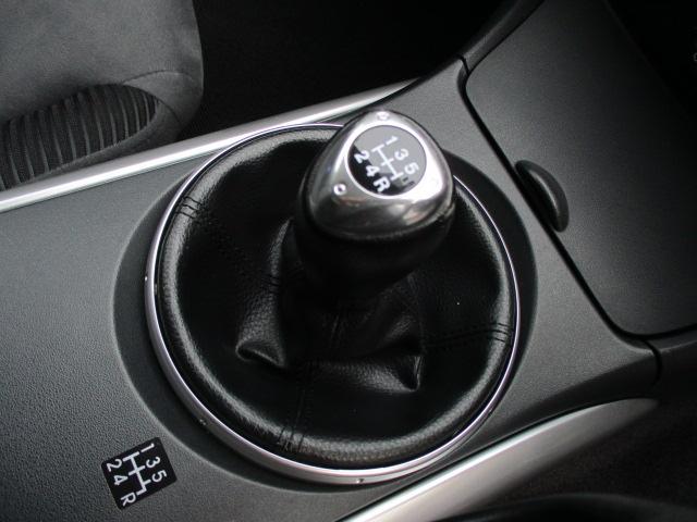 5速マニュアル車 になります♪マニュアル車ならではの 車の操作 と 好みの変速 をお楽しみ頂けます♪シフトの入りも良く操作性も良好な状態です♪