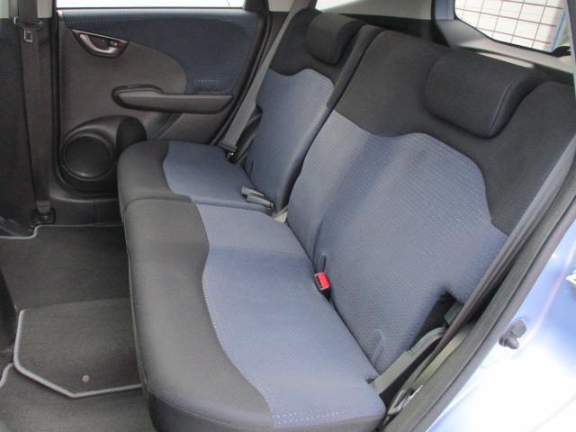 後部座席シートにもキレや破れ焦げ穴等もございません♪使用感の少ない清潔感の有る車内になっております♪