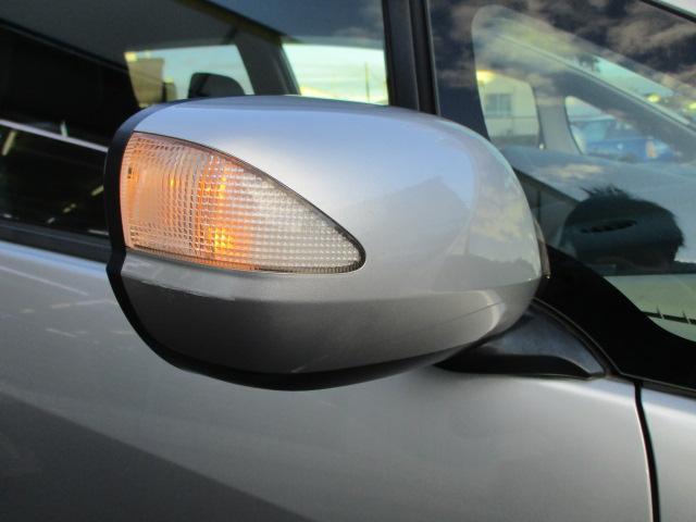 ウィンカーミラーも装備され視認性も高く対向車との安全確認も良好です♪車をよりシャープに演出しています♪