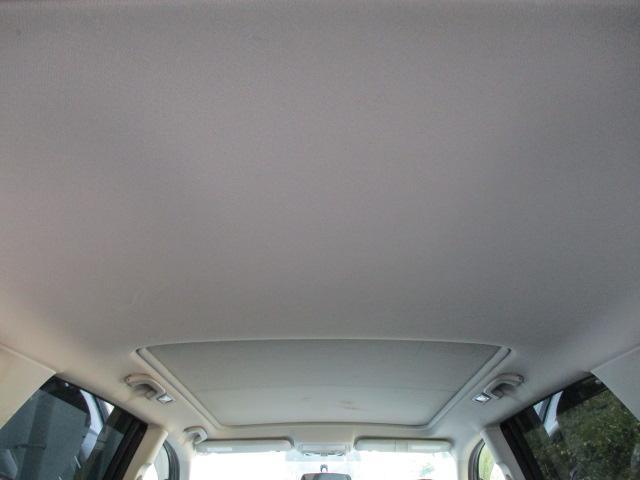 天張りに目立つ汚れや嫌な臭い等も無くキレイで清潔感のある車内になっております♪