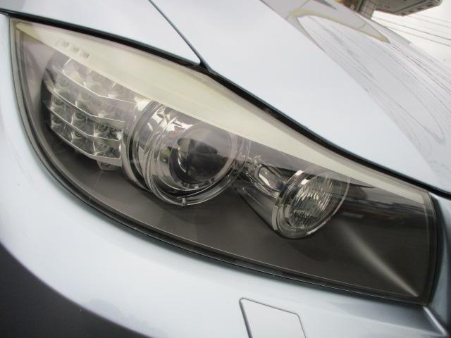 BMWならではのエンジェルアイですので、リング状にライトが光ります♪ヘッドライトはクリアでキレイな状態です♪HIDですので消費電力が低いのに広範囲を照らしてくれるので夜間の視界も良好です♪
