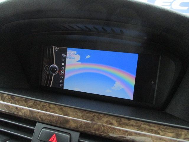 DVDの視聴も可能です♪ロングドライブの時でも快適にドライブをお楽しみ頂けます♪お車ですが居住性もございます♪