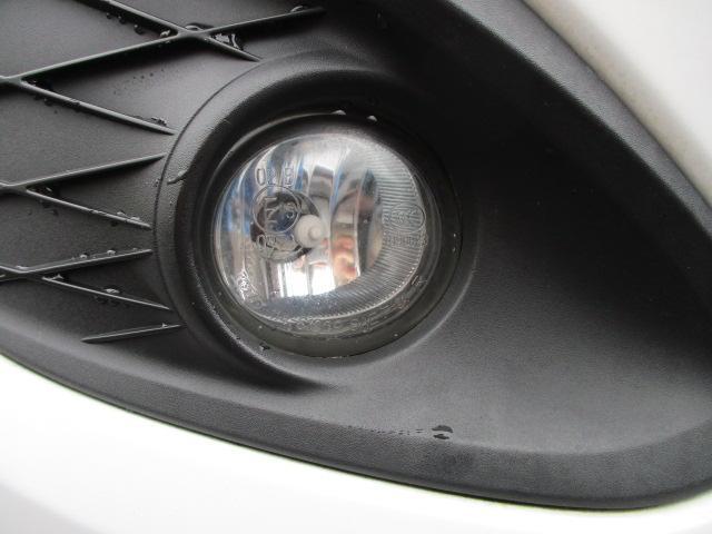 フロントフォグライトも装備されております♪ヒビや割れ等もなくとてもキレイな状態です♪夜の暗い道や雨天時など視界の悪い時に道を照らして視界を広げてくれますので安全性も良好です♪