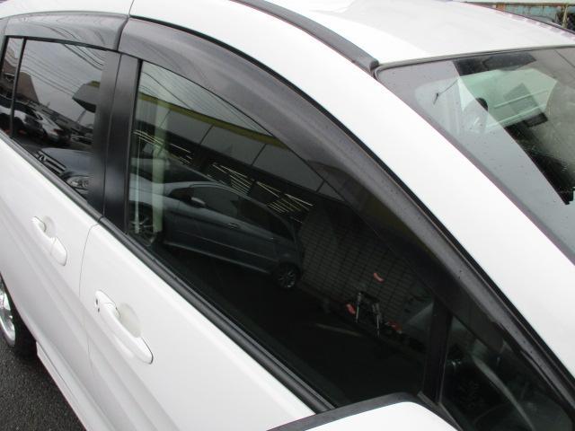 ドアバイザーが完備されております♪雨の日でも車内の換気が出来ます♪