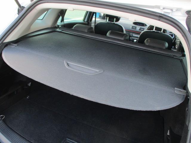 取り外し可能なトノカバーも装備されております♪きれいなトノカバーです♪車内の安全性も良好です♪