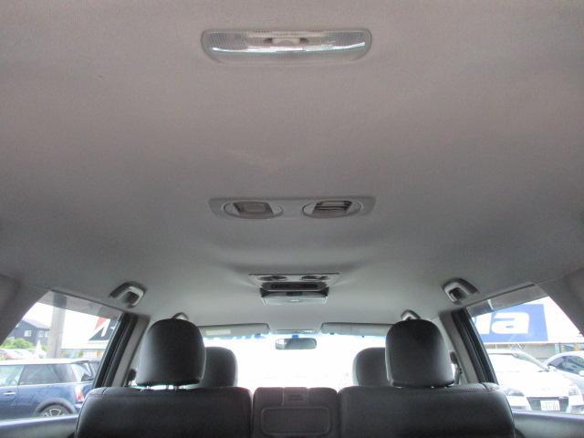天張りは嫌な臭い等も無く清潔感のある車内になっております♪ダブルエアコンが装備されております♪