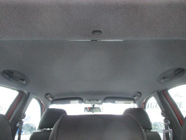 輸入車にありがちな天張りの剥がれや垂れ等もなくキレイな状態です♪清潔感の有る車内となっております♪