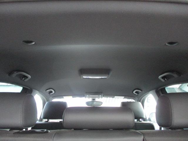 輸入車にありがちな天張りの剥がれや垂れ等もなくキレイな状態です♪目立つ汚れや嫌な臭い等も無く清潔感の有る車内となっております♪