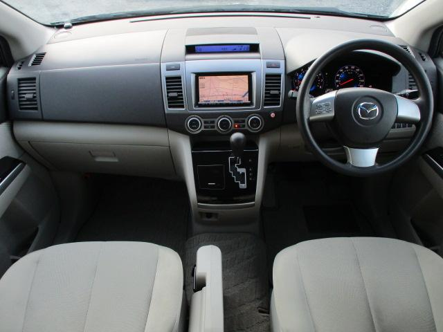 内装はベージュを基調とした明るく落ち着いた雰囲気の車内になります♪パネルやスイッチ類には目立つキズや汚れ等も無くとてもキレイな状態です♪