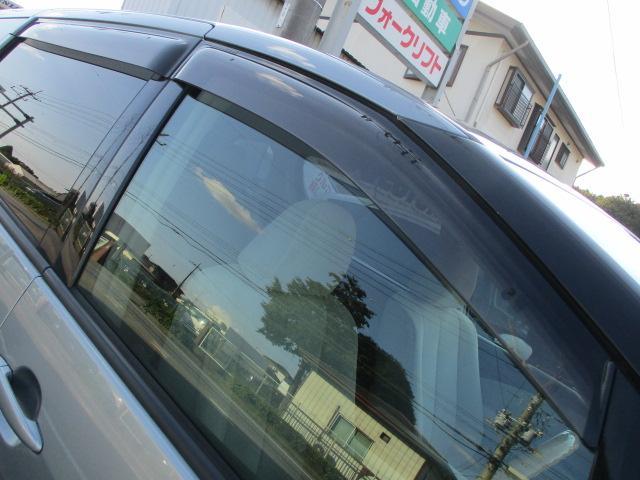 ドアバイザーが装備されておりますので雨の日でも窓を開けて車内の換気が出来ます♪