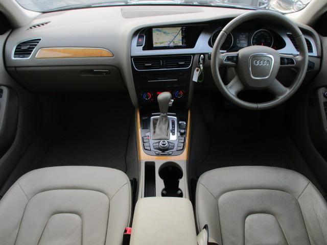 SEパッケージには本革シート+シートヒーターが装備されており、高級感の有る車内になっております♪パネル類に目立つキズや汚れ等も無くとてもキレイな状態です♪