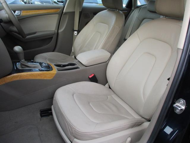 運転席・助手席シート共にキレや焦げ穴等もなくキレイな状態です♪助手席も電動シートが装備されております♪中央部のコンソールボックスはドリンクホルダーや収納付きの肘掛けが完備されております♪