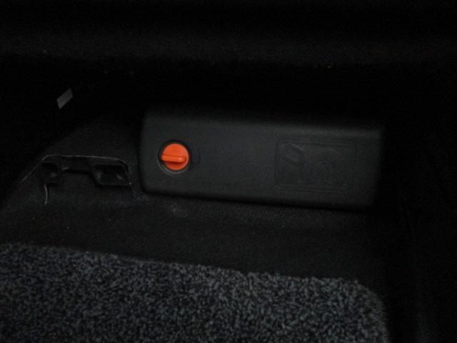 パンク修理キットと車載工具も完備されておりますので緊急時の対応も安心です♪