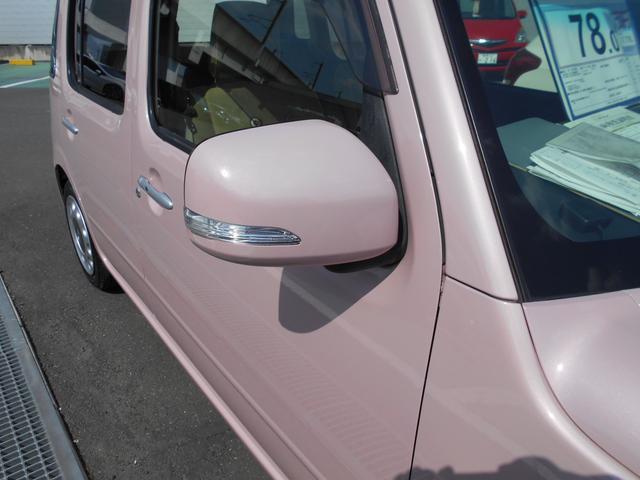ドアミラーウインカーです!後方の状況を確認するためのサイドミラーに、ウインカーが付いているので、周りの車両への視認性が高く、安全性も向上します!