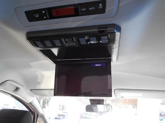後席モニタ-付き!前席モニタ-ではナビを使用中でも、後席モニタ-ではDVDの再生OK♪後ろに乗るお子様やも飽きさせません(^^)