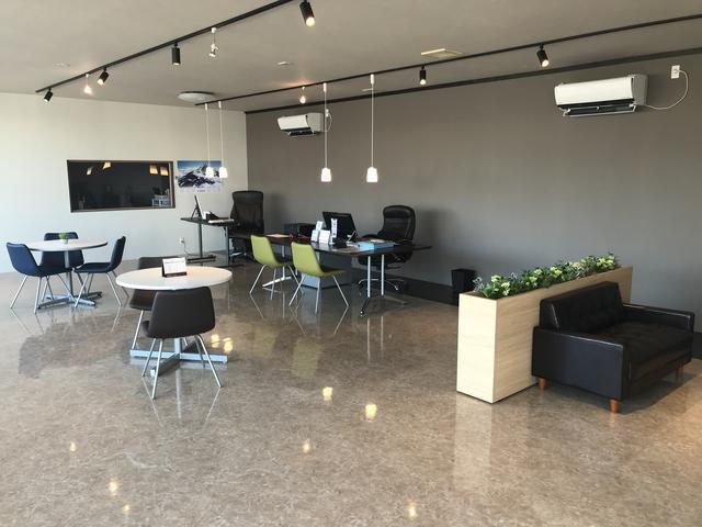 こちらは店舗内の商談スペースになります。常に清潔な状態でお客様をお出迎え致します。