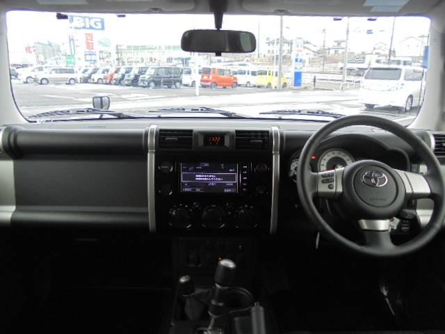トヨタ FJクルーザー ブラックカラーパッケージSDナビ