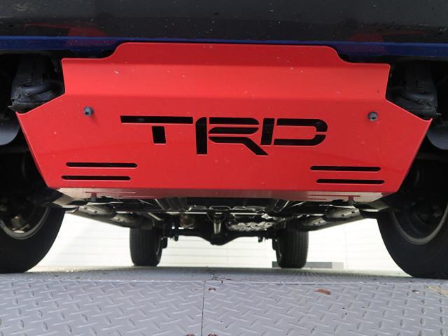 Z ブラックラリーエディション 後期型 4WD ワンオーナー 禁煙車 TRDフロントカバー プリクラッシュ クルーズコントロール 7型SDナビ フルセグTV ETC LEDヘッドライト バックカメラ リアフォグ 純正18インチアルミ(6枚目)