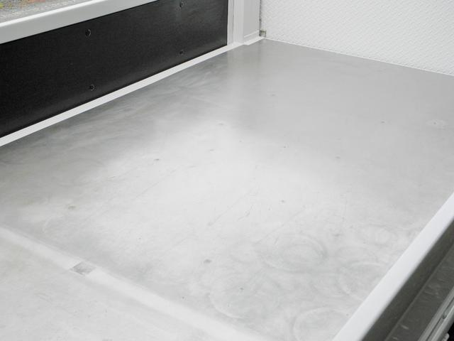 荷台はステンレス貼りです。