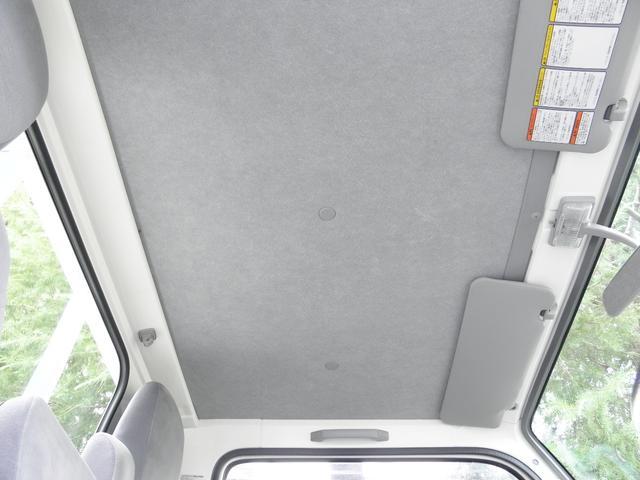 天井はヤニ汚れ等は無くきれいです。