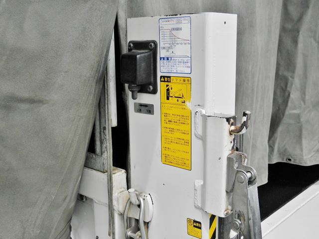 パワーゲートの動作スイッチ。車体左側。