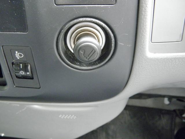 シガーライターは壊れています。電気が来ているため携帯電話の充電などには使えます。エアコンは効きます。