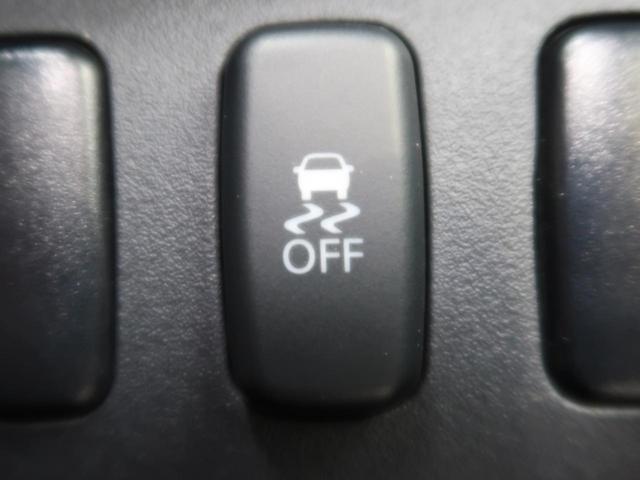【横滑り防止装置】『急なハンドル操作時や滑りやすい路面を走行中に車両の横滑りを感知すると、自動的に車両の進行方向を保つように車両を制御します。』