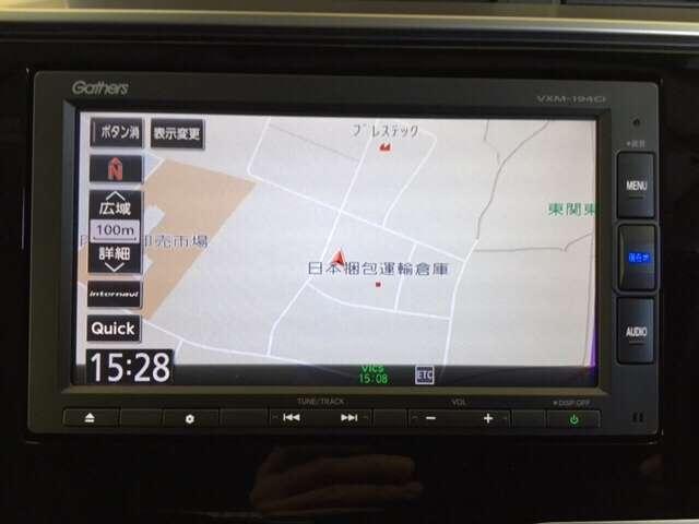 お出かけに便利な高性能純正メモリーナビ。(ギャザズVXM-194Ci )  Honda 独自の インターナビ でリアルタイムな情報が入ります。
