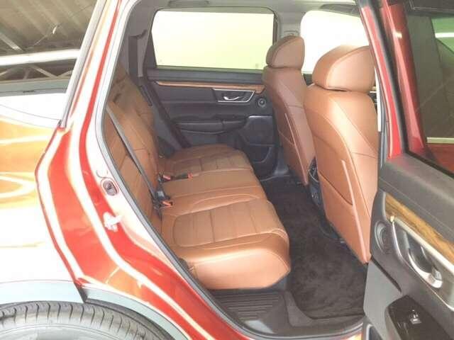 厚みのあるしっかりとしたリヤシートはドライブも快適ですよ♪