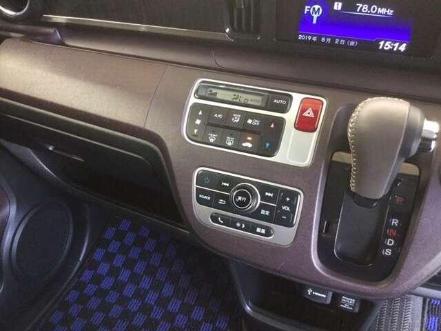 これも有ると便利です♪温度設定をすれば後は勝手に車が調整をしてくれるオートエアコン♪最近は付いてるクルマが増えましたね♪