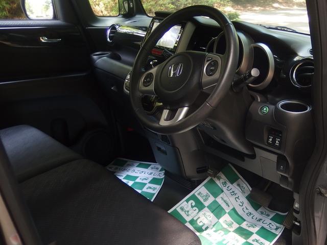 運転席、助手席ともにシートのヘタレや汚れなどなくキレイです!