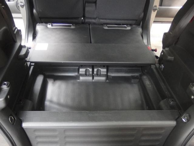 後部座席のシートを倒すとフラットになり用途広がります!