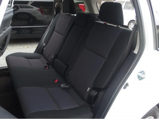 後部座席のシートにも汚れやヘタなどほぼなくキレイな状態です!