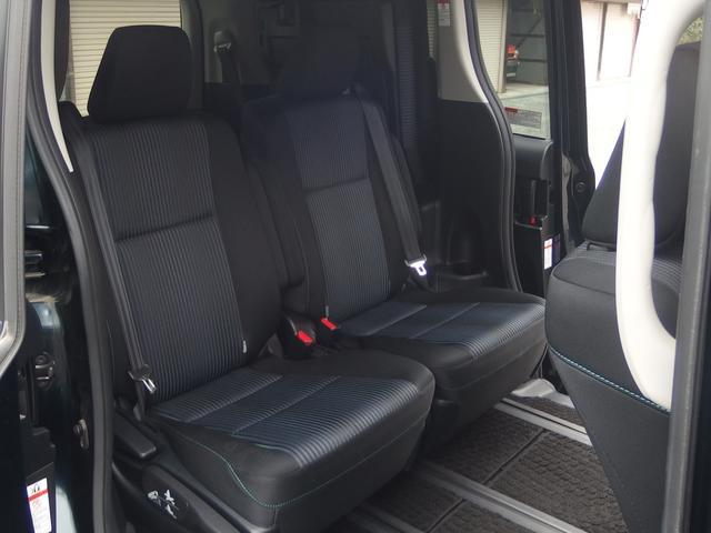 シンプル過ぎず落ち着きのある後部座席はお車の乗り降りもしやすく移動も簡単です。
