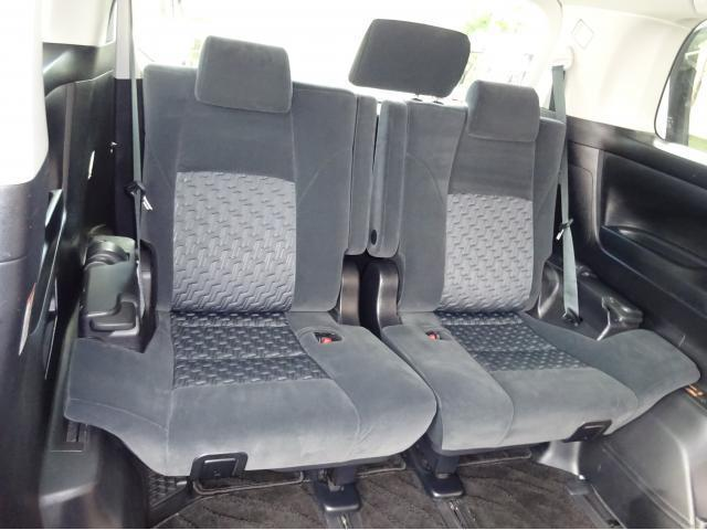 3列目シートも座席が大きくゆったり乗っていただけます!後部座席のシートにも汚れやヘタレなどほぼなくキレイな状態です!