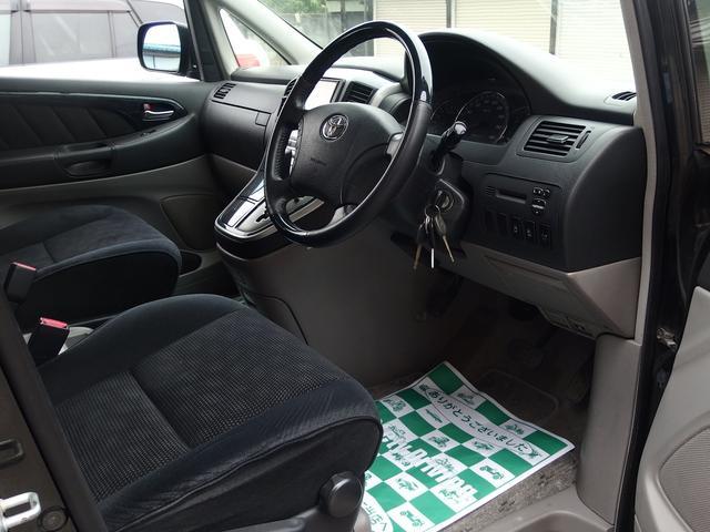 運転席、助手性ともにシートの汚れやシミ、ヘタレなどほぼなくキレイな状態です!